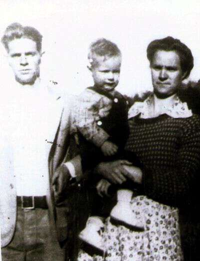 Pap with his father, Wade, and mother, Marie