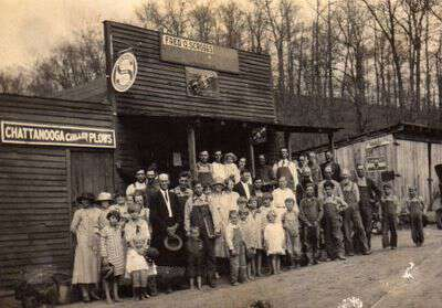 Brasstown_community_in_front_of_Scroggs_store